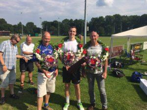 160604 1e prijs winnaars A-poule, Rob van Otterloo, koming Marinus Grond en Roel Westerhof